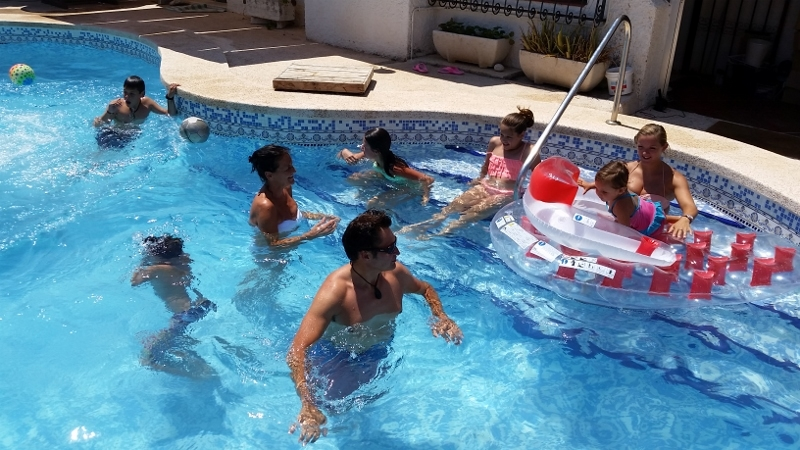 Benidorm pool day10 (800x450)