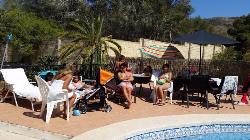 Benidorm pool day12 (800x450)