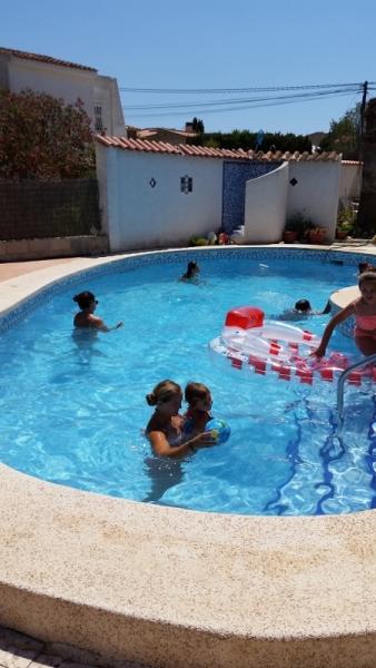 Benidorm pool day6 (450x800)