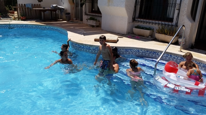 Benidorm pool day8 (800x450)