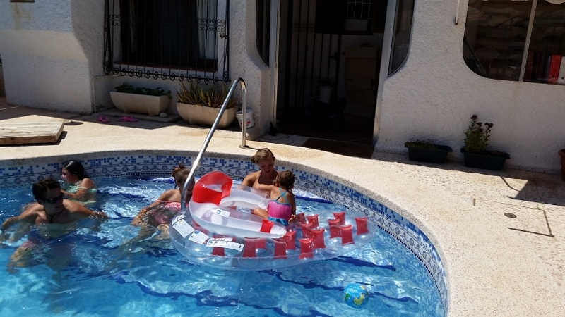 Benidorm pool day9 (800x450)