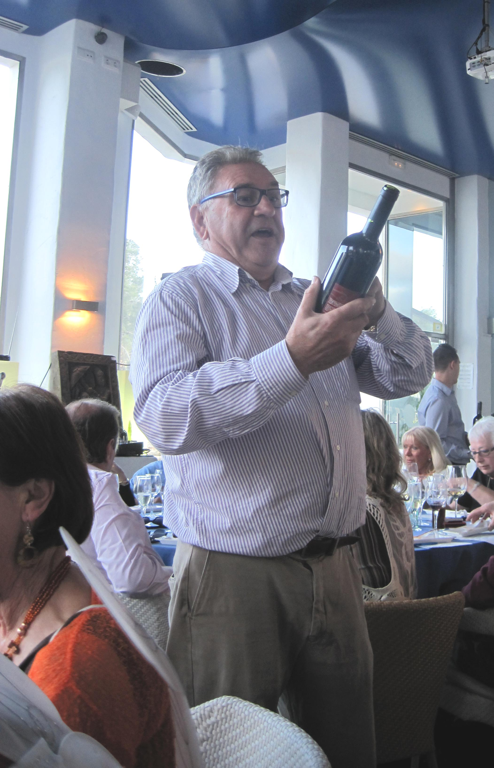 vicente-presents-his-wine