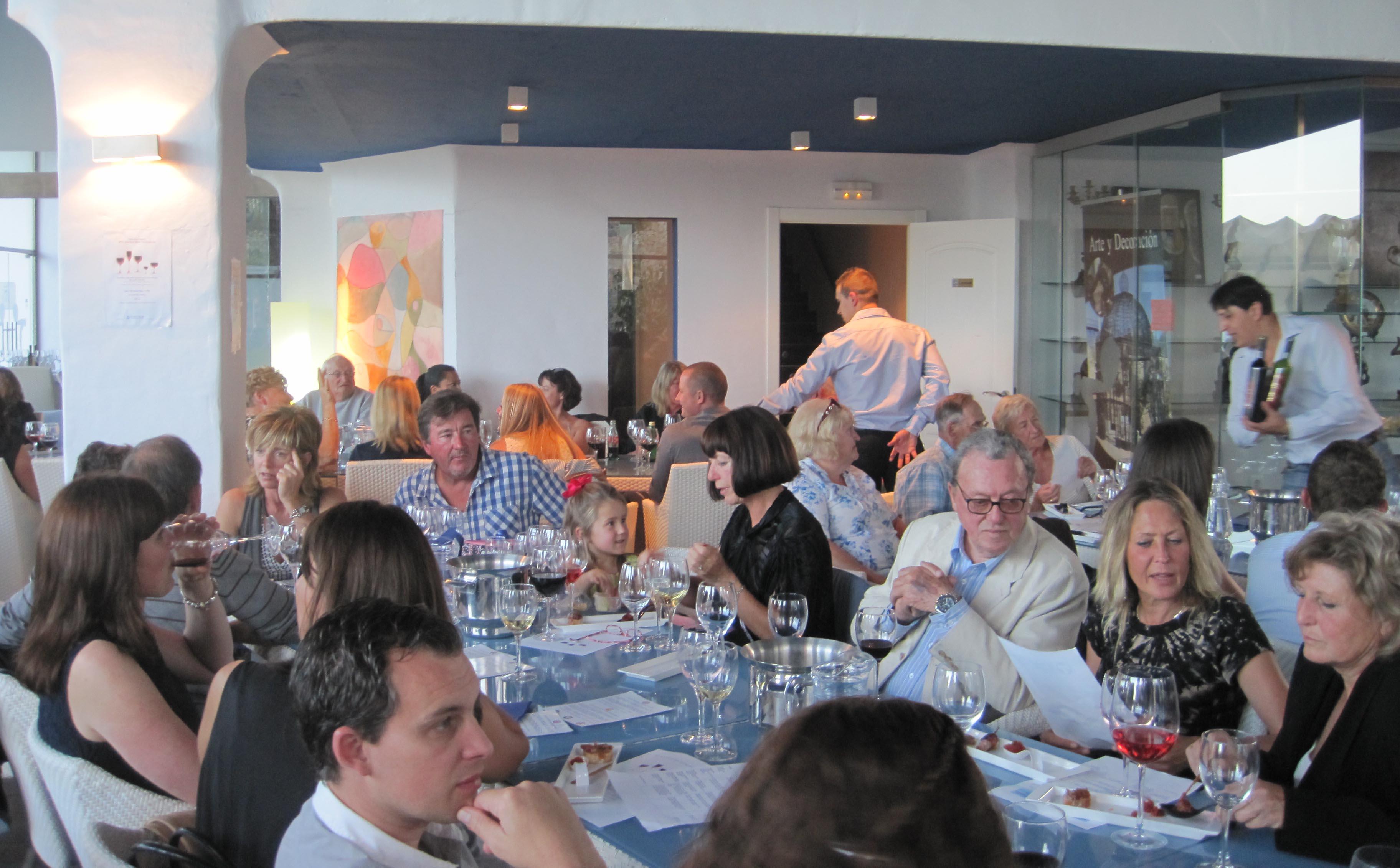 wine-tasting-guests1