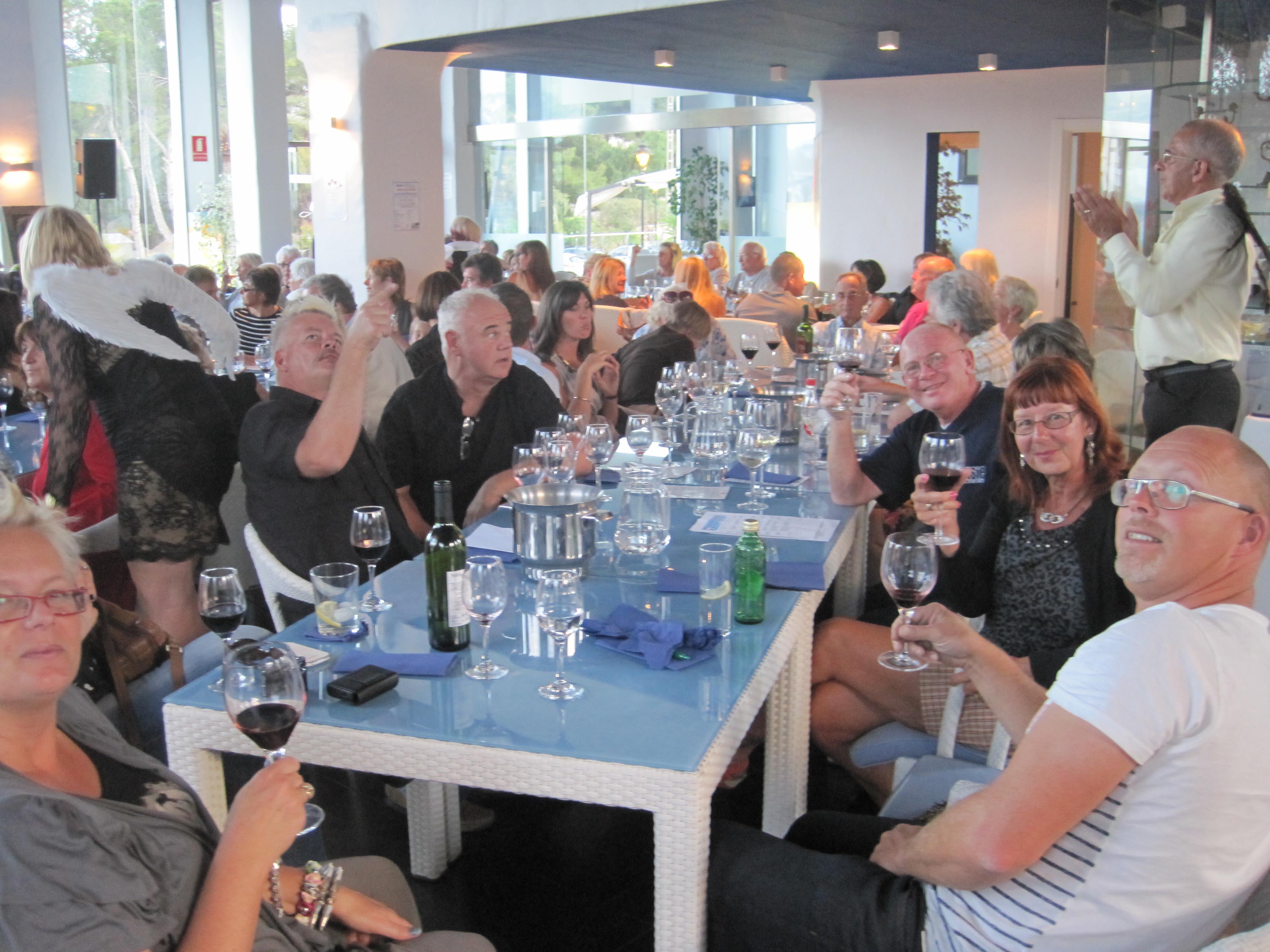 wine-tasting-guests2